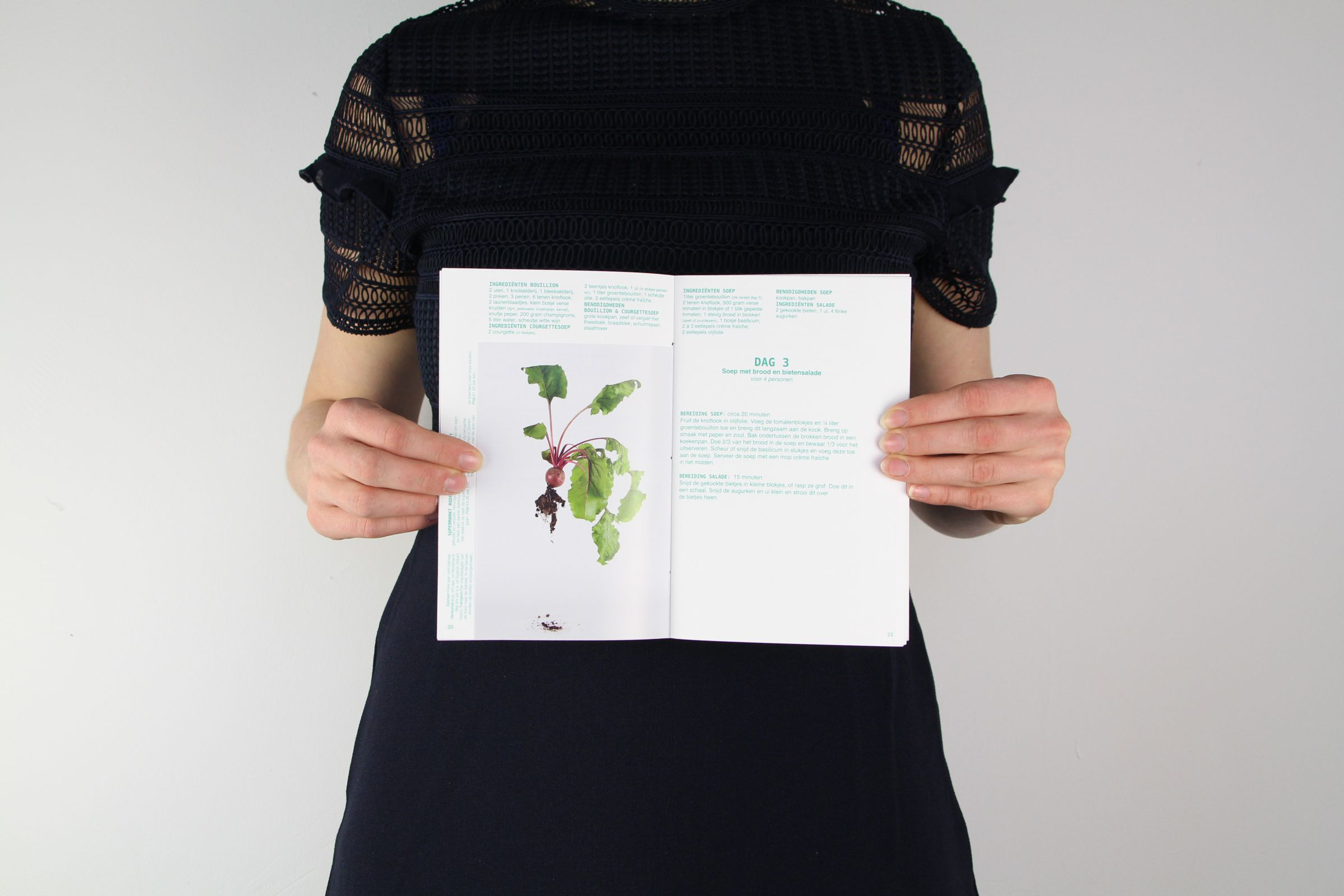 dynamic food essays voedselsysteem lokaal biologisch  graphic design studio de vormforensen by Annelou van Griensven Anne-Marie Geurink sandra holleman Bookdesign Arnhem graphic anthropology boekontwerp arnhem kookboek voedselrelatie foodies uitgever grafisch ontwerp boekontwerp